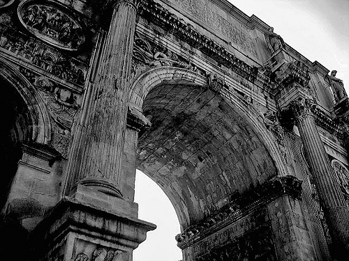 Black and white photo of Arco di Costantino in Rome, Italy